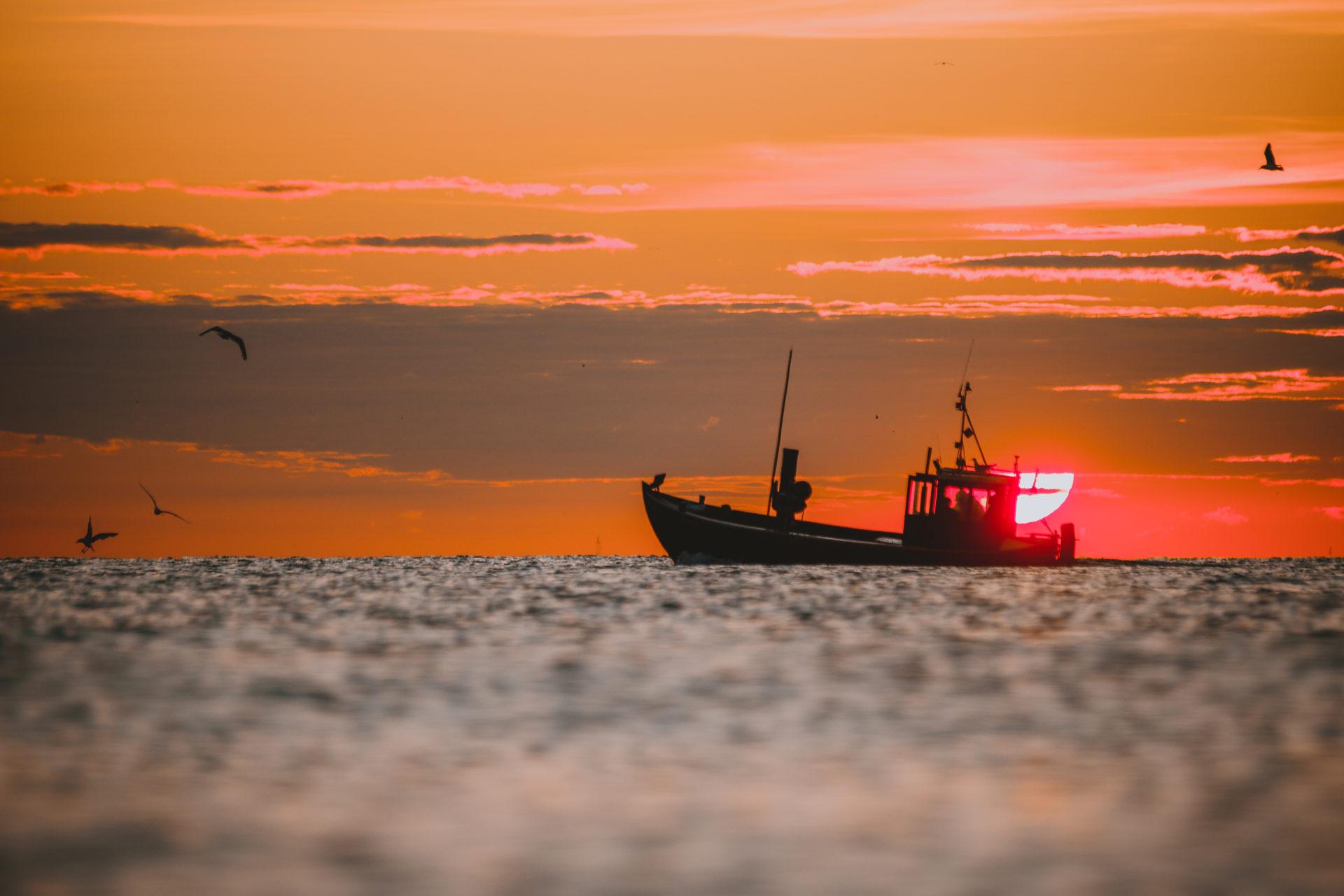 Fischerboot in der Ostsee bei Sonnenuntergang   Kaiserbäder Usedom